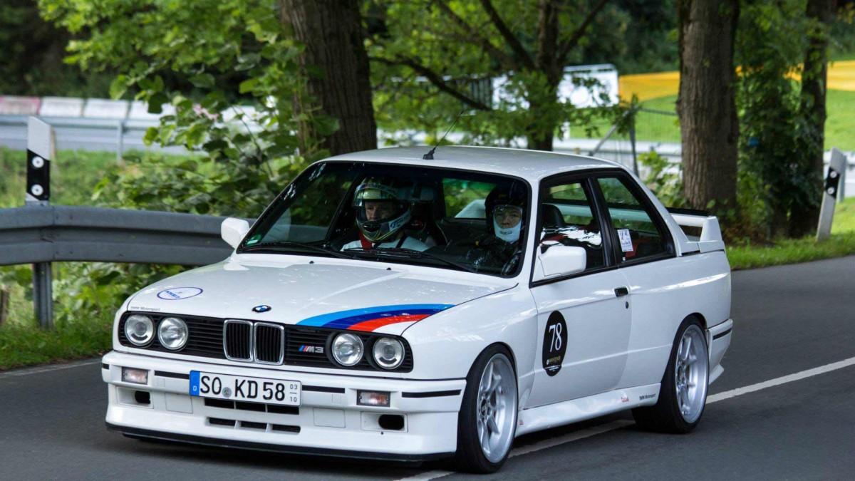 BMW weiss seitlich | Motorsportgemeinschaft Valmetal e.V.